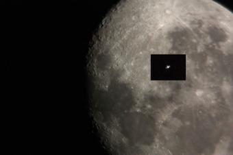 Moon_iss_hikaku